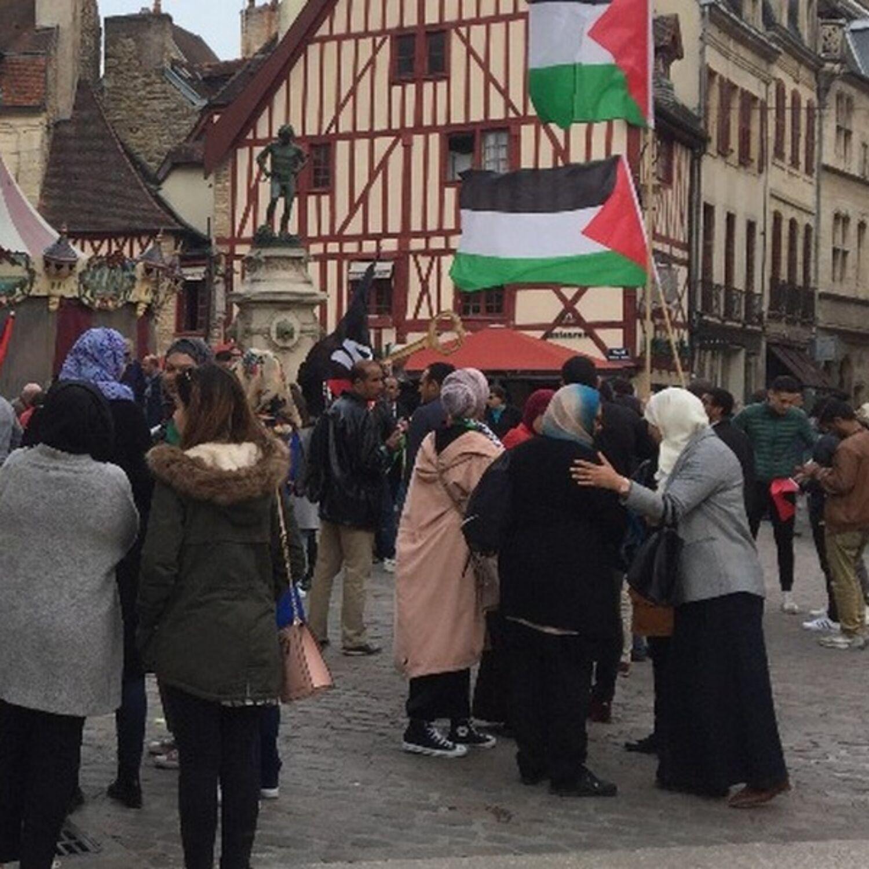 Environ 250 personnes ont apportés leur soutien aux Palestiniens à...