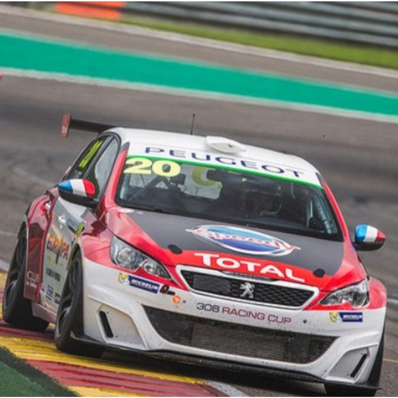 Les bolides Peugeot sont sur le circuit de Dijon-Prenois