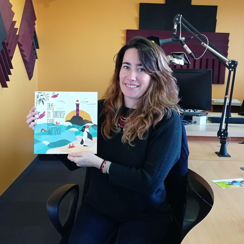 Iris La Surfeuse Globe Trotteuse - un livre pour enfant
