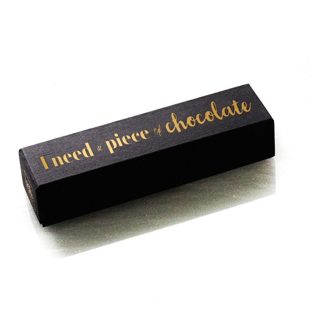 Carrés de chocolat à offrir dans une boîte