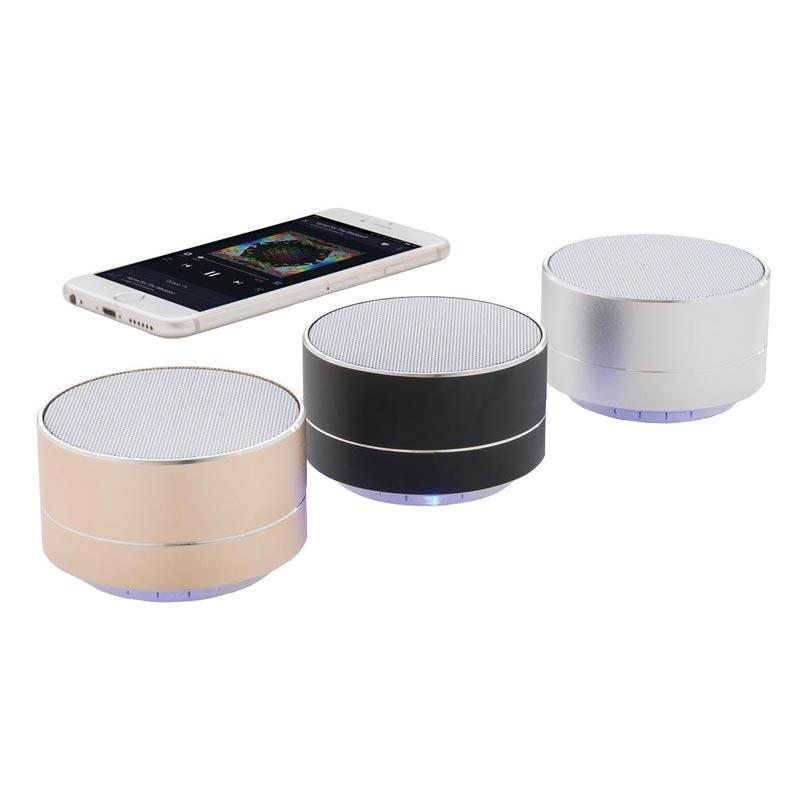 3 enceintes publicitaires avec smartphone
