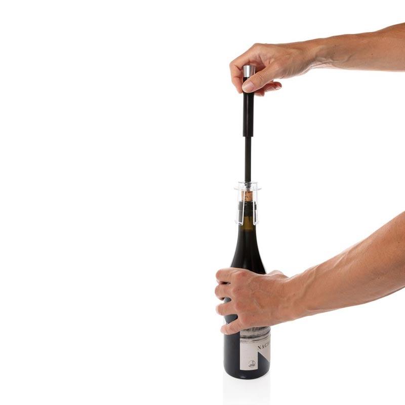 Bouteille débouchée avec le tire-bouchon publicitaire Vino
