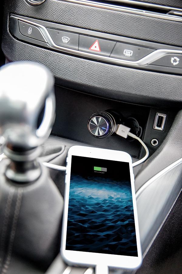 Chargeur de voiture publicitaire avec oreillette Bluetooth® mains libres Sonnmee  - Cadeau publicitaire
