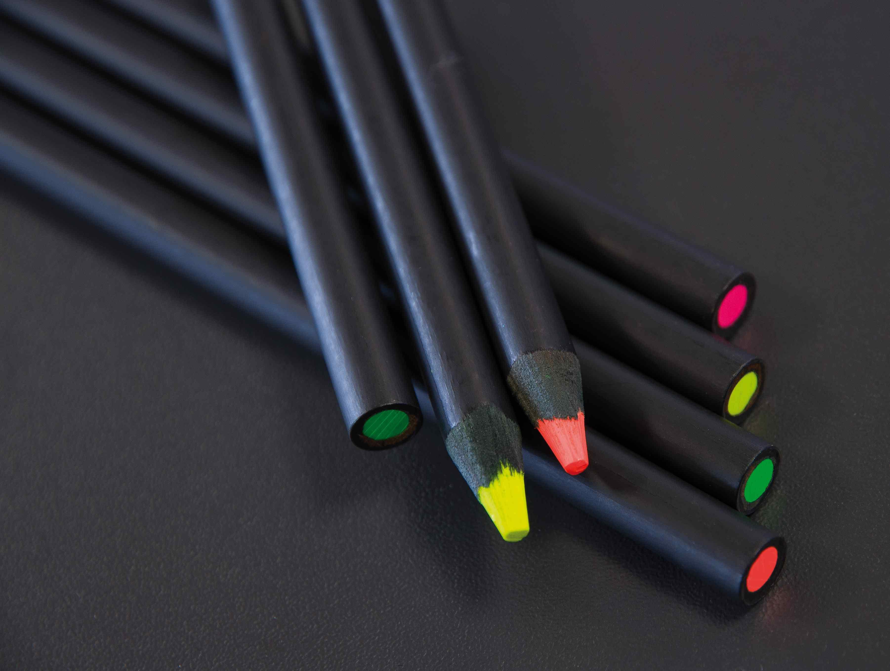 crayon surligneur personnalisable en bois vernis noir - objet publicitaire écolo