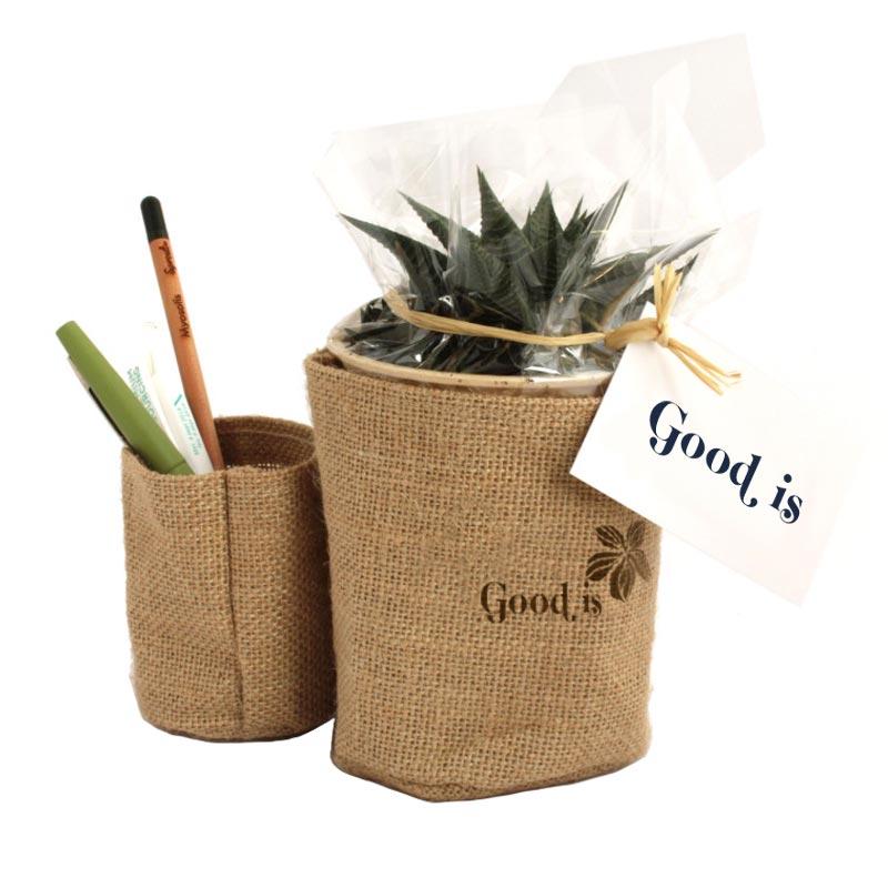 Plante dépolluante publicitaire en pot en toile de jute et pot à crayons