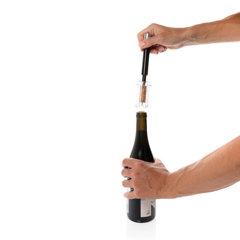 Débouchage de bouteille avec le tire-bouchon Vino