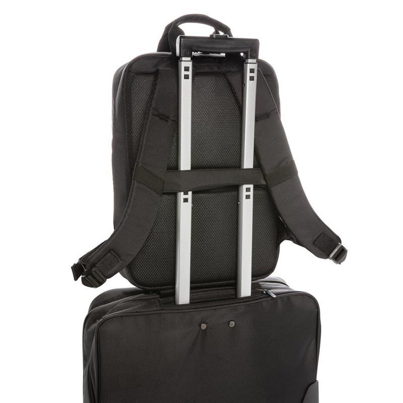 sac à dos ordi installé sur valise