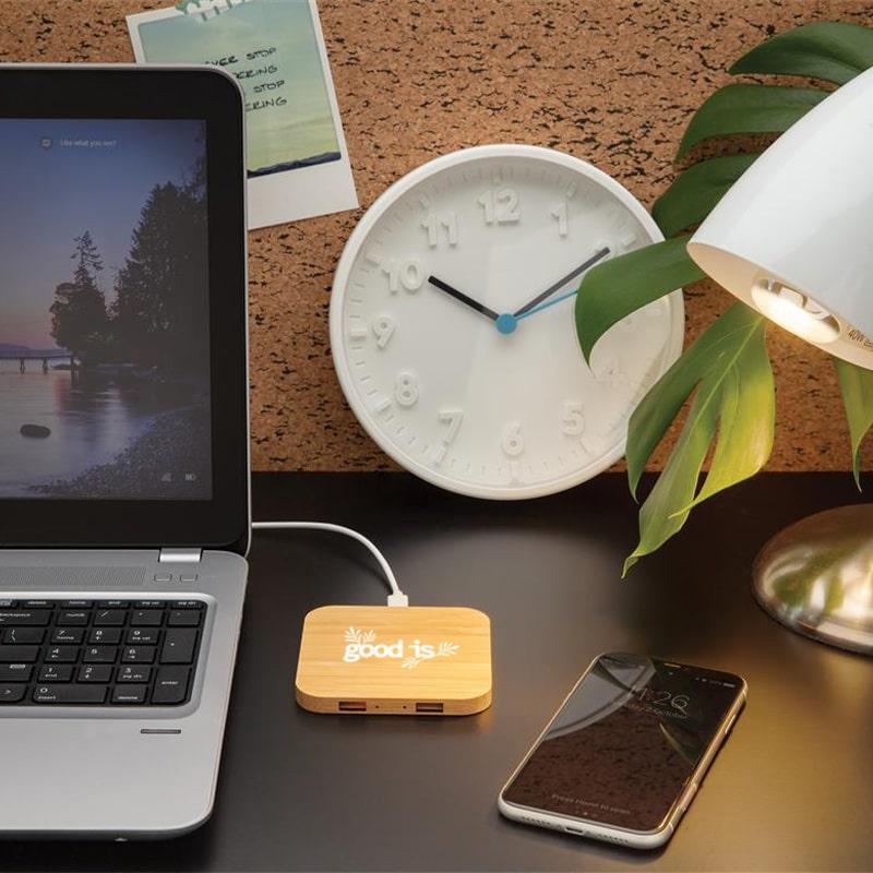 Chargeur à induction publicitaire 5W et double port USB en bambou bureau