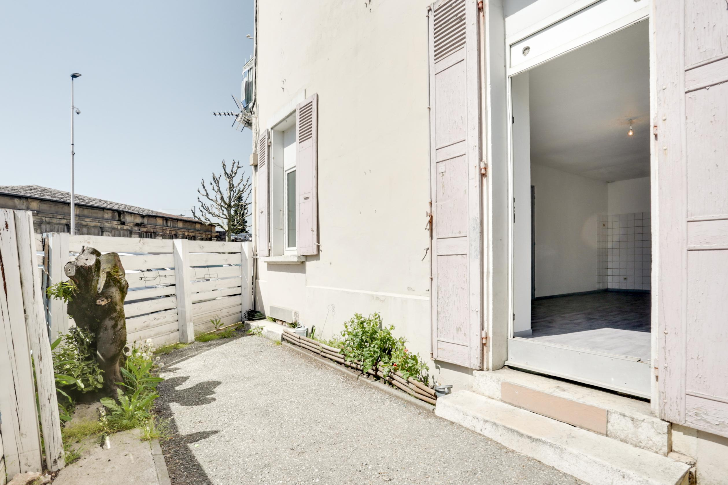 Hauteur Sous Plafond 2M40 appartement à vendre 3 pièces + cuisine 58 m² hyper centre - 25 avenue léon  et joanny tardy, 38500 voiron