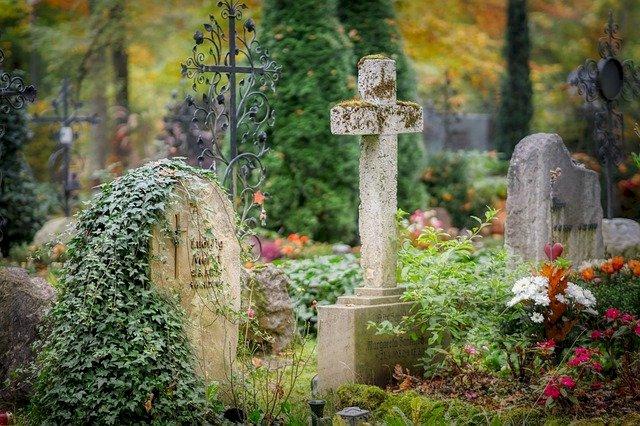 Covid-19, Les règles funéraires évoluent pour les défunts atteints