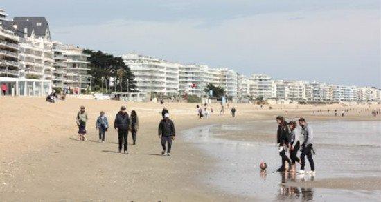 Sur la plage de La Baule, beaucoup d'infractions aux règles sanitaires ce week-end