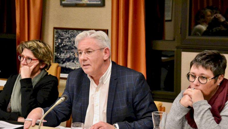 Les municipales s'invitent au débat sur le budget