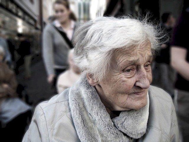 Vaccination COVID des plus de 75 ans, un numéro de téléphone 0 806 000 344