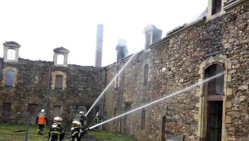 Un incendie détruit une dépendance du château de Carheil