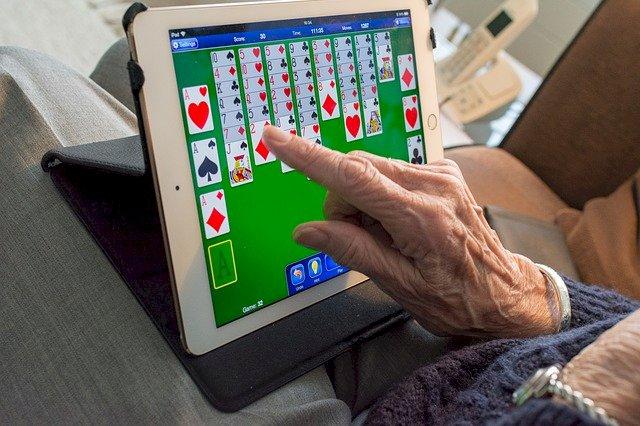 Ateliers pour apprivoiser le numérique dédiées aux plus de 60 ans