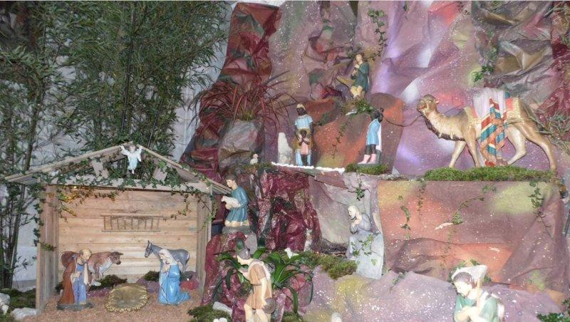 La crèche de Noël est installée dans l'église