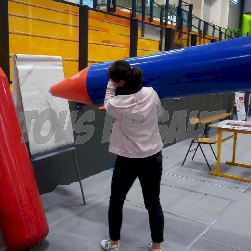 TOUS EN SAUT  - Pour les fêtes à venir, location de crayons géants