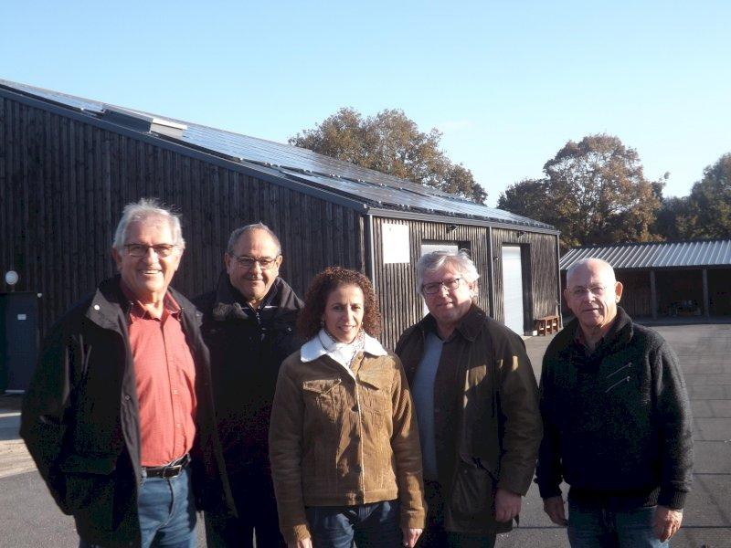 l'association d'aide à l'emploi équipe son bâtiment de 98 panneaux photovoltaïques