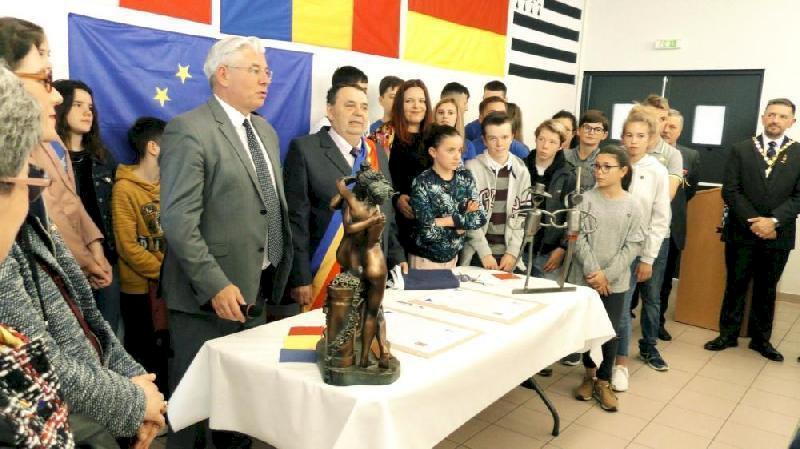 Signature du renouvellement de la charte de jumelage avec Rebrisoara samedi 16 mars (20 ans)