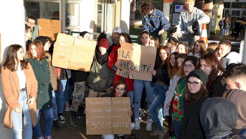 Un blocus de lycéens de Claudel contre les réformes