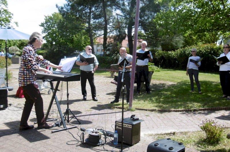 Déconfinement : une chorale de Villeneuve en Retz fait la tournée des maisons de retraite