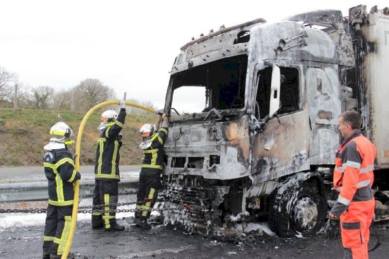 Un poids lourd en feu entre Blain et Nozay, la circulation coupée