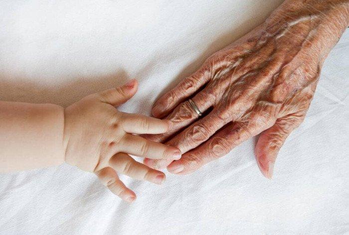 Les grands-parents pourront-ils retrouver leurs petits enfants dès la fin du confinement ?