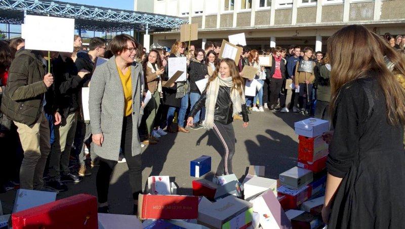Les collégiens abattent le mur de Berlin