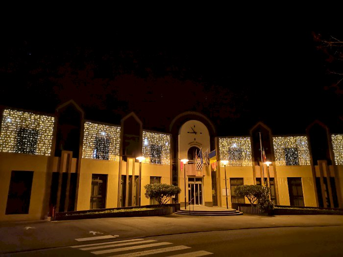 Illuminations dans les rues et sur la Mairie de Blain