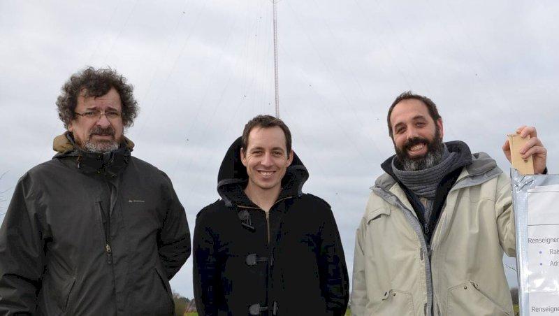 Un mât sur le futur parc éolien de l'Hôtel-de-France