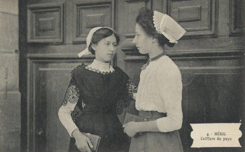 Une exposition sur les vêtements au XXe siècle