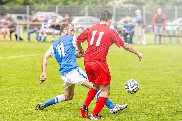 La pratique du football amateur est possible depuis  le 15 décembre