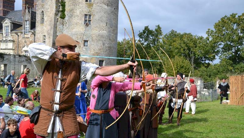 Ambiance médiévale et joutes d'archers au château de Blain