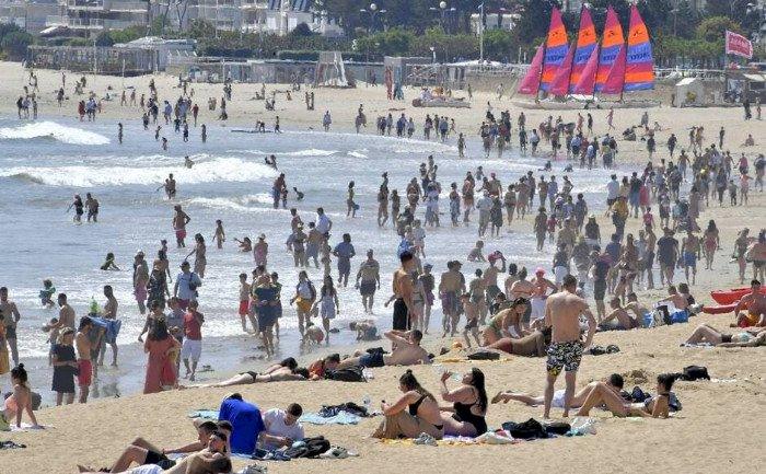 À La Baule, une plage surchargée de serviettes