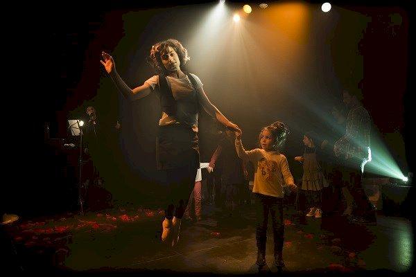 Au dancing des gens heureux, bal des générations