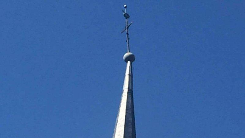 Les Moutiers-en-Retz. La girouette de l'église chutera-t-elle bientôt?