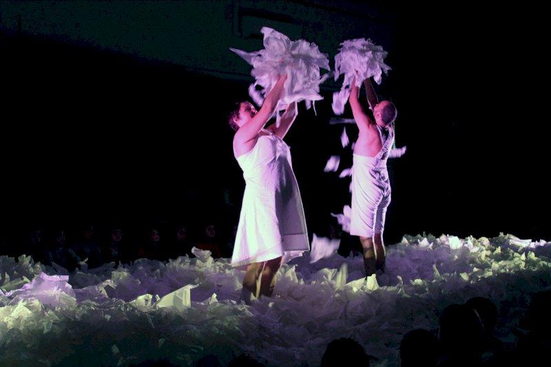 Spectacle jeune public « Sous la neige », théâtre d'objet-danse