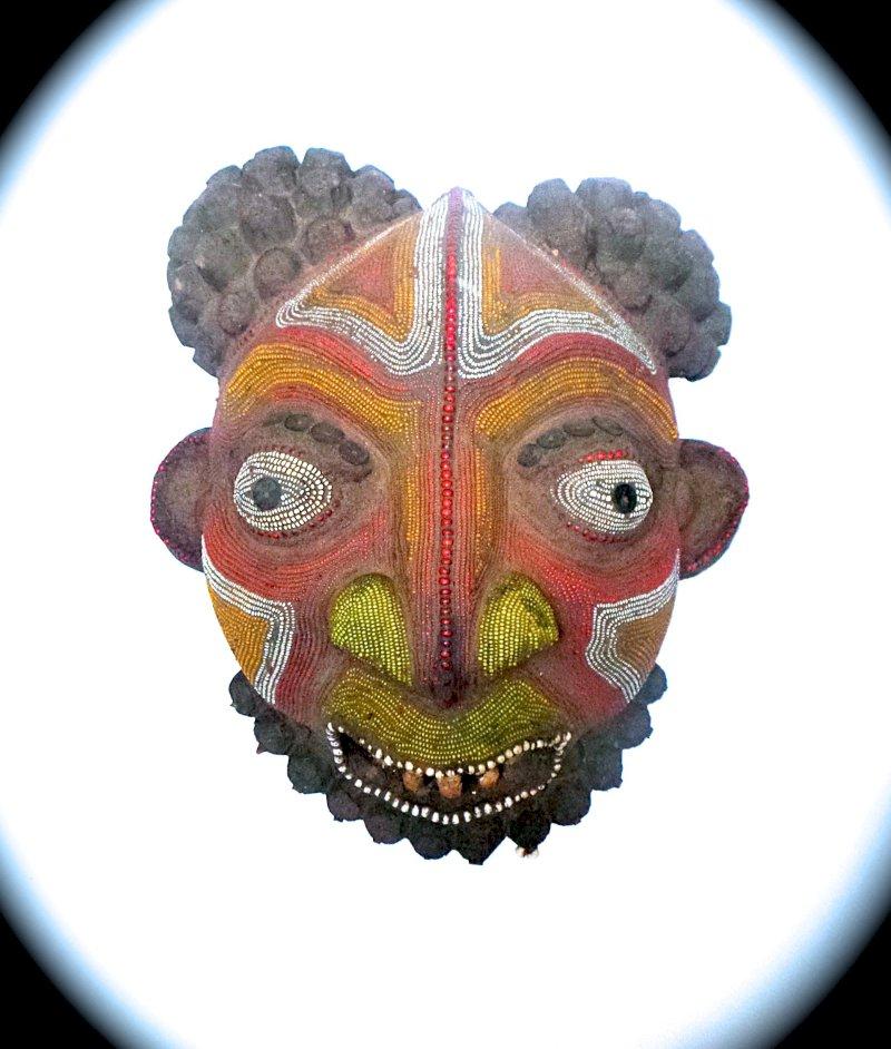 Exposition de masques perlés Bamilékés