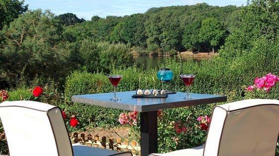 Plaisir en terrasse à Côté Lac à Savenay