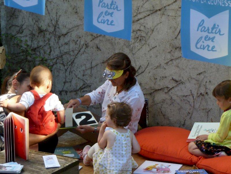 Partir en livre, la grande fête du livre pour la jeunesse : lecture porte Saint-Michel