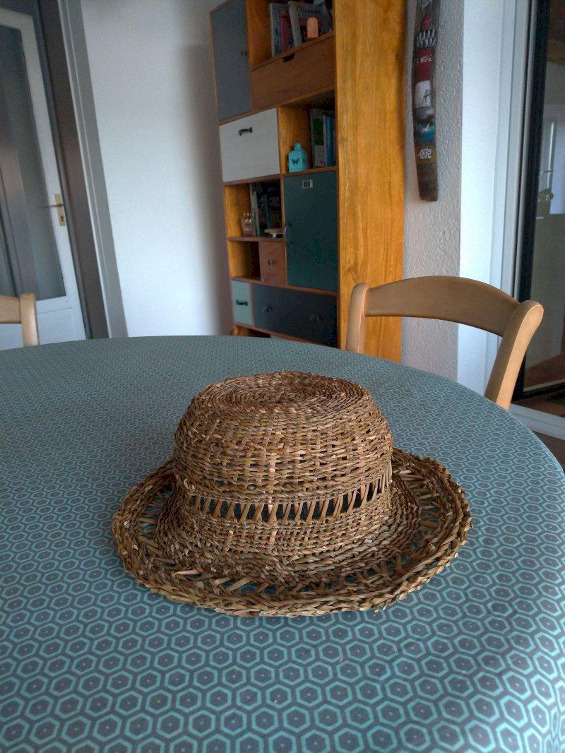 Stage pour la réalisation d'un chapeau en jonc