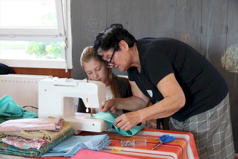 Couture, cuisine et bricolage intergénérationnel