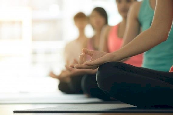 Stages de yoga en visio pendant les vacances de Noël 2020, avec l'association L'Intervalle Yoga