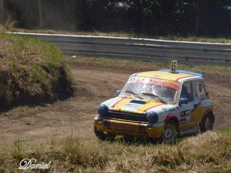 Courses d'autos sur terre et de kart-cross