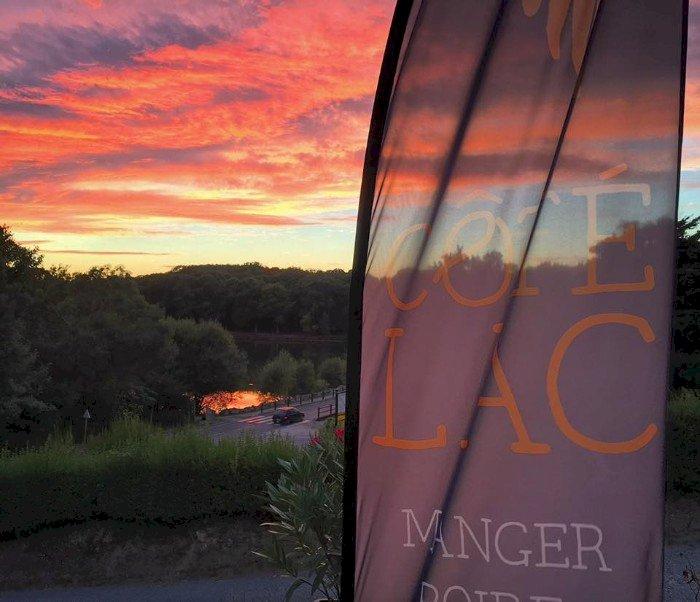 Chez le restaurant Côté Lac à Savenay : La terrasse est là !