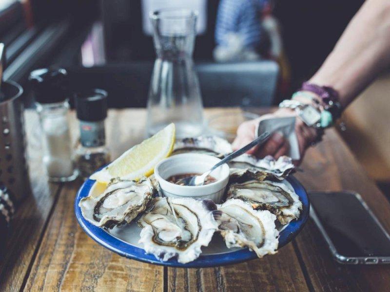 Vente de galettes, crêpes, dégustation et vente d'huîtres