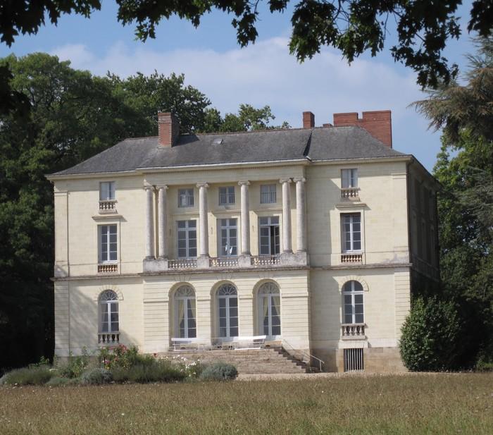 VISITE DES EXTERIEURS DU CHATEAU DE GRANDVILLE Château de Grandville Château de Grandville  samedi 19 septembre 2020 - Unidivers
