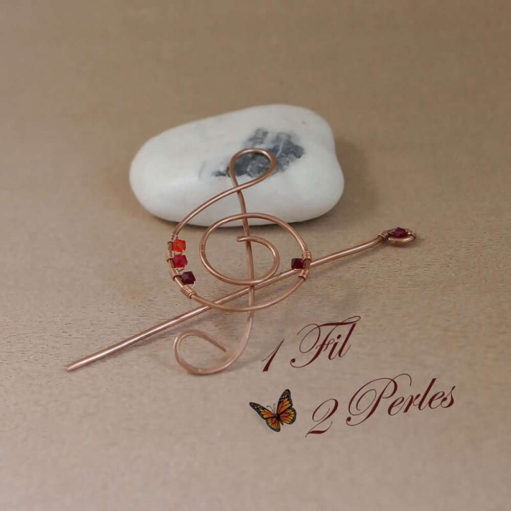 Broche Musique en Cuivre Forme de Clé de sol Perles Rouges, Cadeau Musique Wire Wrapping
