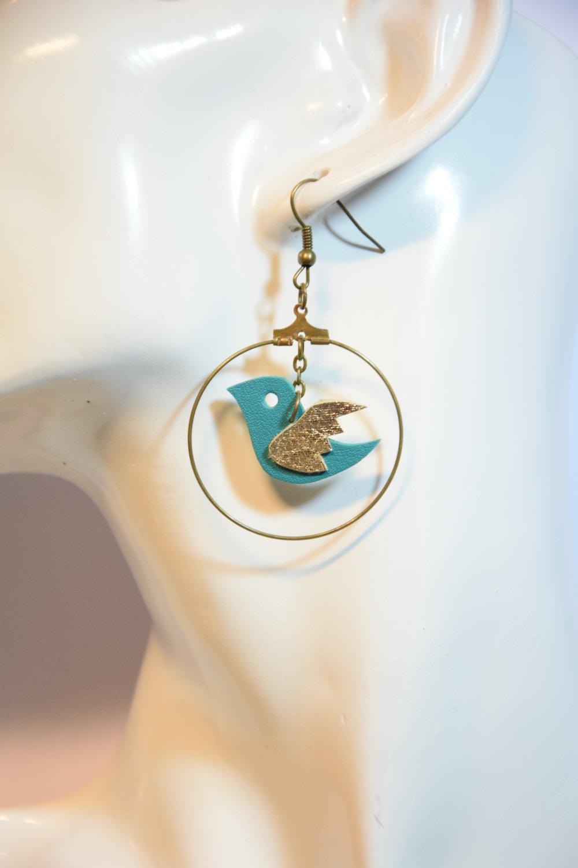 Boucles d'oreilles créoles hirondelles en cuir bleu Fait main