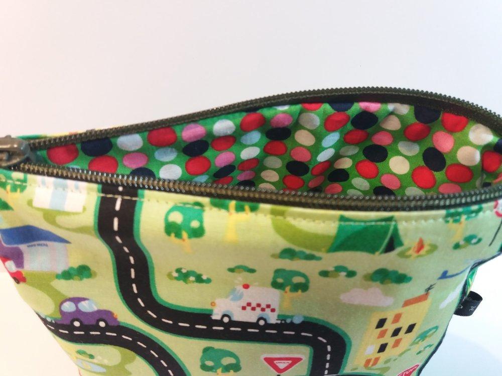 Trousse zippée tissu couleur vert motifs route doublée - Fait main
